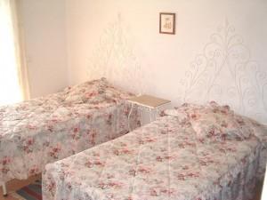 TAv_pink_bedroom